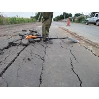 В Одессе провалился свежоположеный асфальт
